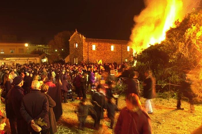 Appuntamento il 16 gennaio 2020 con la Festa di Sant'Antonio del fuoco a Orosei.