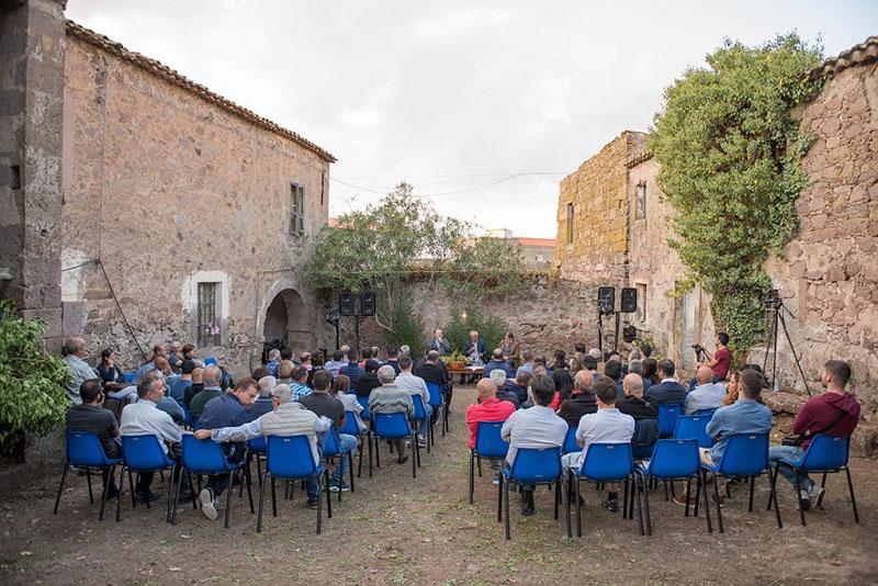 Da giovedì 27 a domenica 30 agosto 2020 torna Licanìas, il festival culturale di Neoneli (OR) che quest'anno riflette